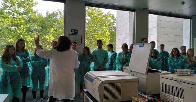 Visita de los alumnos de Periodismo al Centro de Hemoterapia, 1 octubre